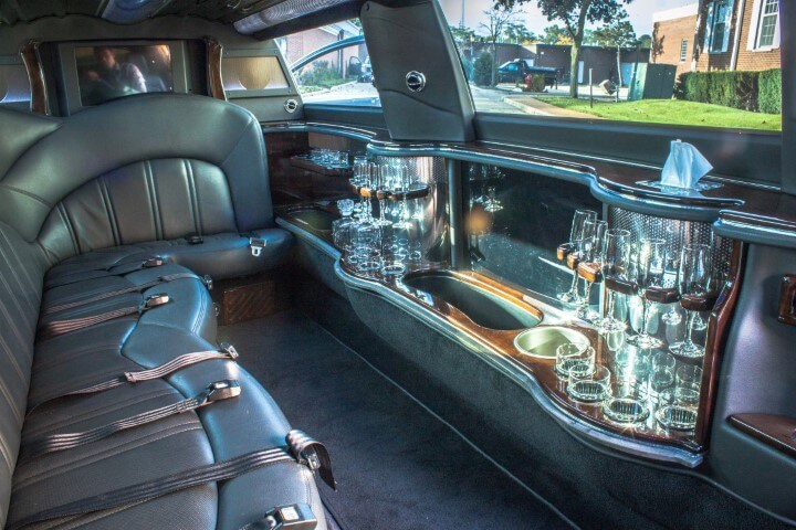 Lincoln MKT Stretch Limo Interior - Amms Stretch Limo Fleet